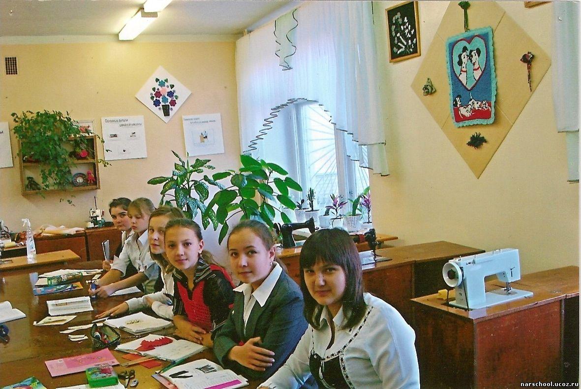 Хайрутдинова Лениза. вязание крючком). В кабинете технологии и обслуживающ